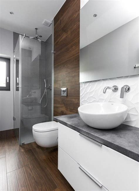 graue und blaue badezimmer ideen fliesen in holzoptik graue fliesen im duschbereich und