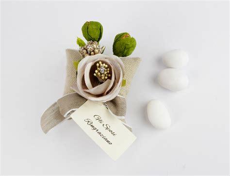 fiori segnaposto matrimonio segnaposto cuscinetto con fiore e bigliettino