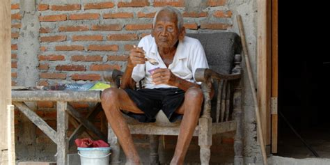 Oldest To Give Birth Guinness Book Of World Records Mbah Gotho Born In 1870 Claims To Be The World S Oldest