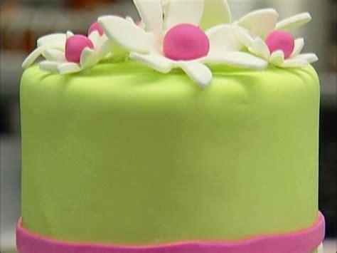 Fondant Ingredients Cake Decorating by Cake Decorating With Fondant
