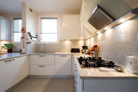 cuisine 駲uip馥 blanc laqu馥 buffet de cuisine blanc laque of cuisine equipee blanc