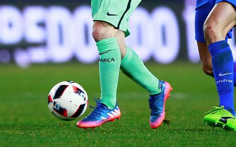 what does a wear when it s what of shoes does a football player wear 28 images what do 5 of the world s best