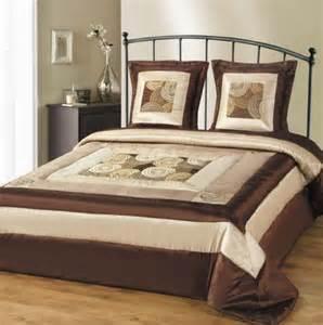 retbio couvre lit matelass 233 2 personnes satin beige et