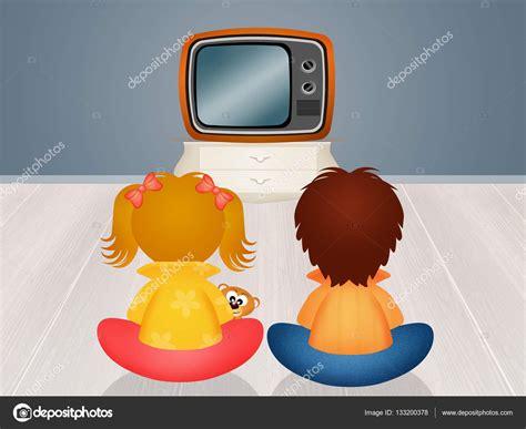 imagenes de niños viendo tv bambini davanti alla televisione foto stock 169 adrenalina