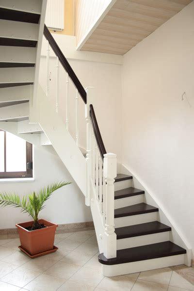 weisse kerzenständer wei 223 e holztreppe holztreppe wei grau treppen stairs