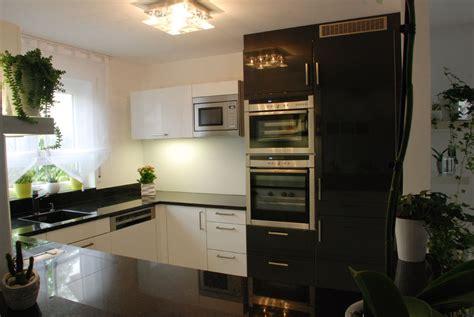 schwarze küche schlafzimmer gestalten mit fototapete