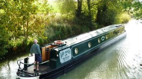 holiday on a boat uk canal boat holidays canal boat hire narrowboat hire