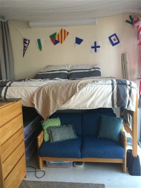 dorm bed risers 25 cool ideas for decorating your dorm room