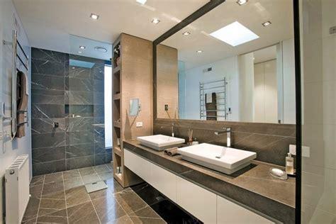 Impressionnant Sol Vinyle Salle De Bain #1: 6modele-salle-de-bain-chic-luxe-rev%C3%AAtement-en-dalles-de-marbre-double-vasque-%C3%A0-poser-meuble-de-rangement-grand-miroir-rectangulaire.jpg