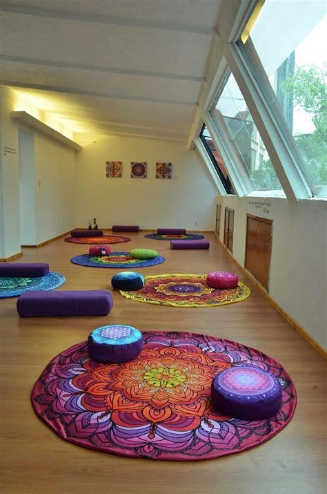 decoracion yoga m 225 s de 25 ideas incre 237 bles sobre salas de yoga en