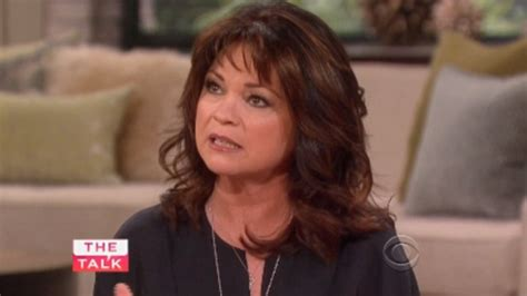 how to get valerie bertinelli current hairstyle valerie bertinelli looks curvier after losing 50 pounds in