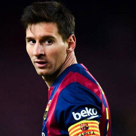 biography of lionel messi in spanish lionel messi bio fact girlfriend salary net worth