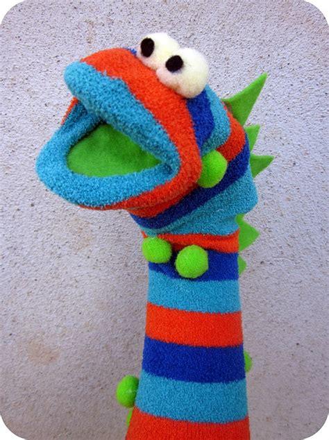 sock puppets crafts sokkenmonsters maken textiles and such sock puppets puppets and sock