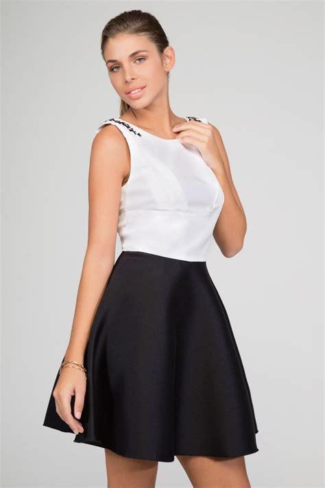 imagenes de verano blanco y negro vestido blanco y negro de vuelo corto