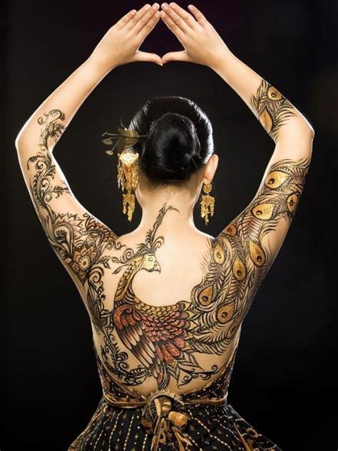 tato batik terkece  rayakan hari batik nasional   viral bintangcom