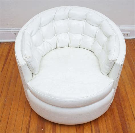 Pair Of Milo Baughman Swivel Tub Chairs For Sale At 1stdibs Swivel Tub Chairs For Sale
