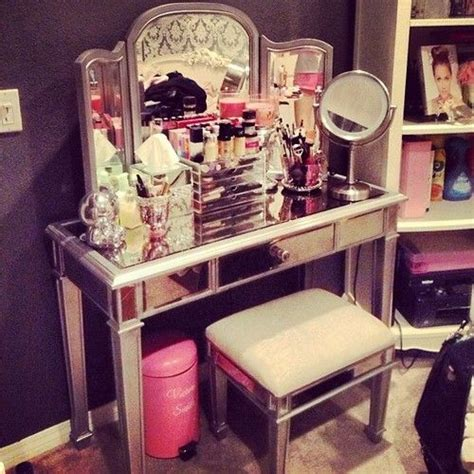 Cute vanity love the style a little crowded for my liking tho where would i put my acrylic