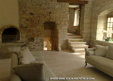 pietra decorativa per interni 1000 idee su pavimenti su bagno pavimenti