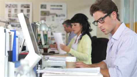 employ馥 de bureau offre d emploi business bureau employ 233 travailler etre assis hd