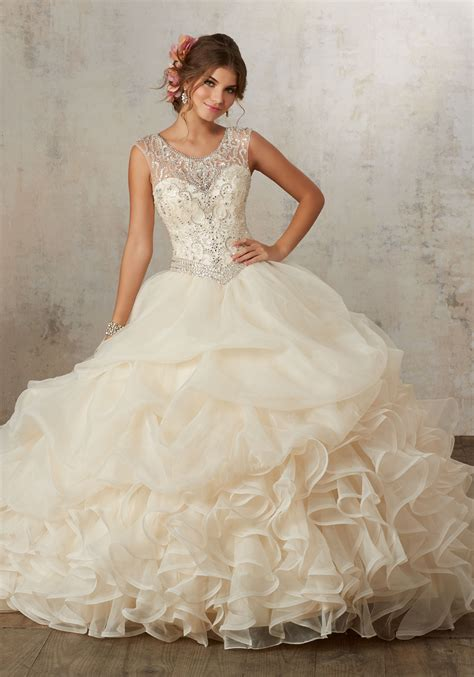 To Trendy White a trendy all white quinceanera theme quinceanera