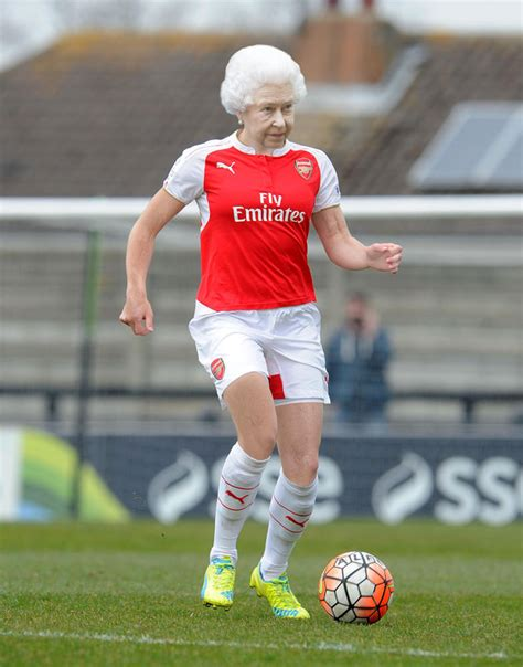 arsenal queen the queen is a secret arsenal supporting gooner says