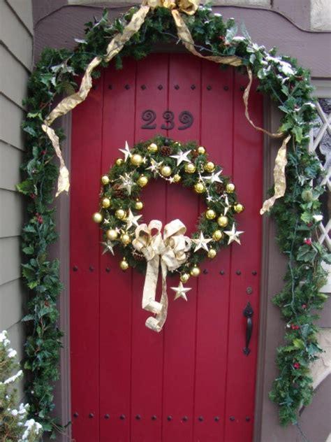 holiday front door  wreath  garland hgtv