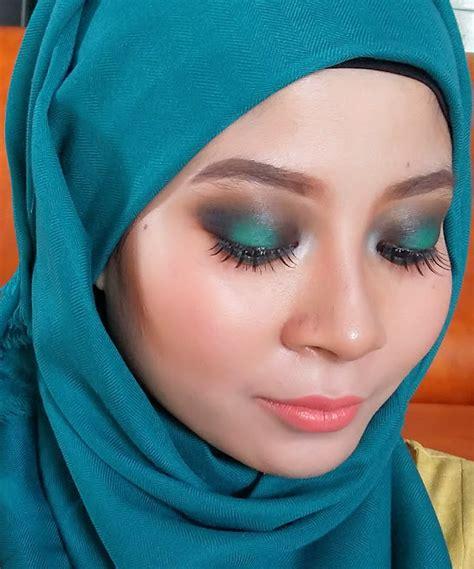 tutorial mengaplikasikan lipstik matching makeup with hijab womantalk