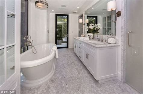 kylie jenners bathroom kendall jenner 20 splurges 6 5 million on john
