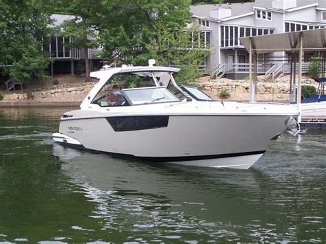 stingray boats cuddy cabin bowrider bowrider with cuddy cabin
