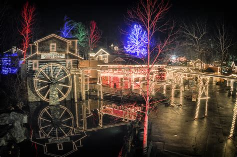 dollywood smoky mountain christmas pigeon forge