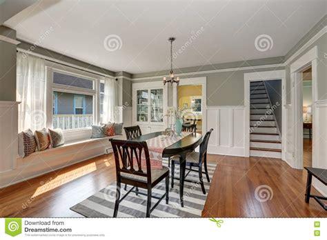 pavimenti grigi pavimenti grigi vista di una sala da pranzo classica con