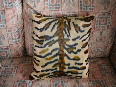 cuscini leopardati oggetti tuning coprivolanti copricinture tappeti