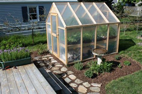 building a green home petite serre de jardin choix et conseils