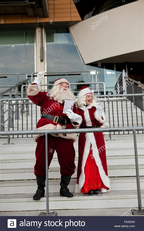 ascot racecourse horse racing father christmas and mrs