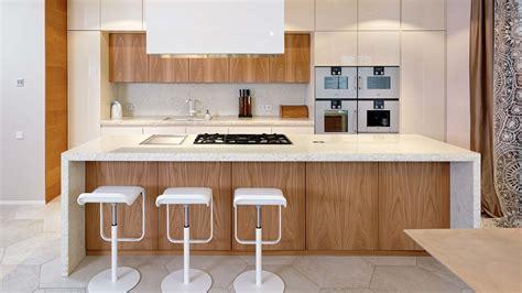 cucine in pietra cucina in pietra e olmo con isola freestanding in pietra