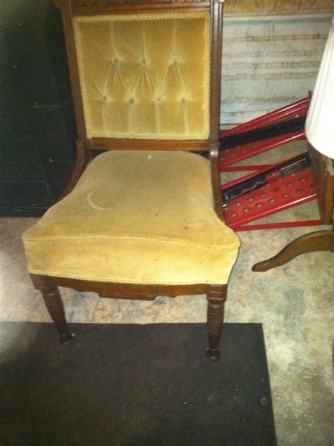 Can U Tell Me Anything About This Chair It Ha Wheels On