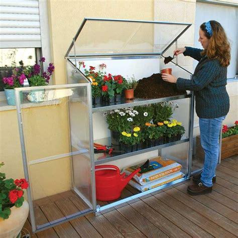 scaffali per piante scaffali per piante pureday tavolino da esterni in legno