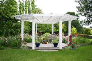 Pergola Round by Round Pergola Photo Courtesy Of Deckmasters By