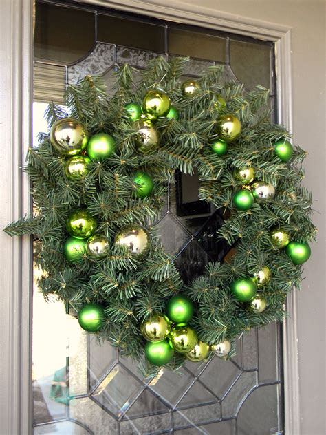 natural outdoorsy woodsy christmas decor organize and