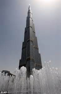 Hit The Floor No Stop - french spiderman scales dubai s burj khalifa the world s tallest tower daily mail online