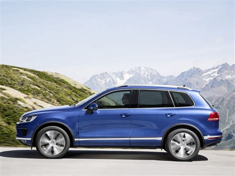 volkswagen touareg blue new vw touareg tdi with 262 hp consumes just 6 6 l 100km