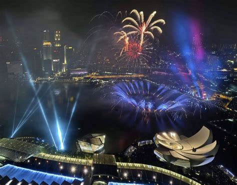 new year 2015 singapore fireworks burst marina bay to bring in the new year
