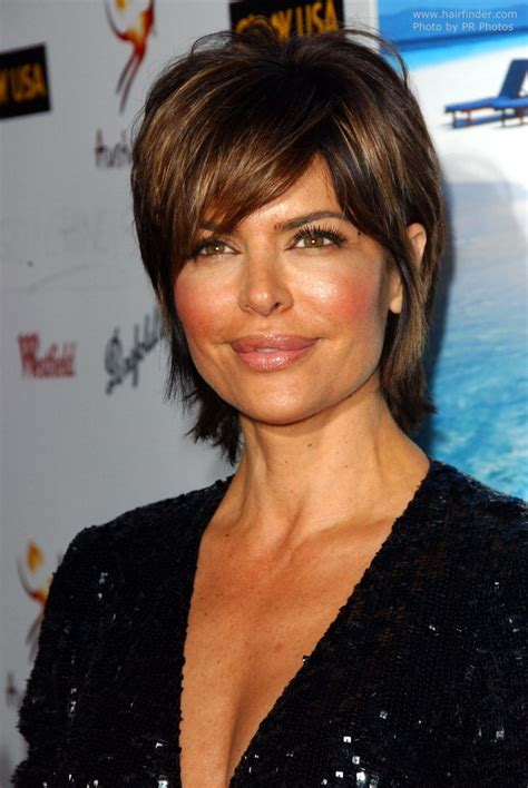 how does lisa rinnsblow dry her hair lisa rinna sporting a short hairstyle with hair that