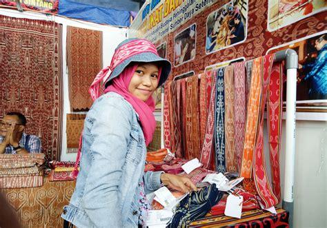 Ikat Kepala Tenun Dayak Kalimantan Ikd138 festival budaya masyarakat adat dayak di pekan gawai dayak