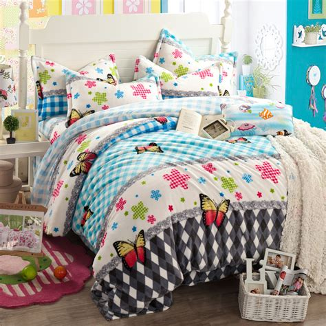 trendy comforters how to choose perfect bed linens and bed covers atzine com