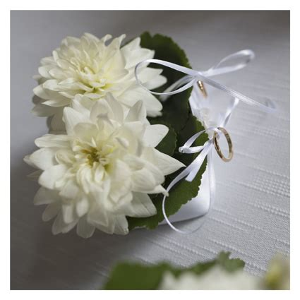 portafedi di fiori cuscino portafedi con fiori