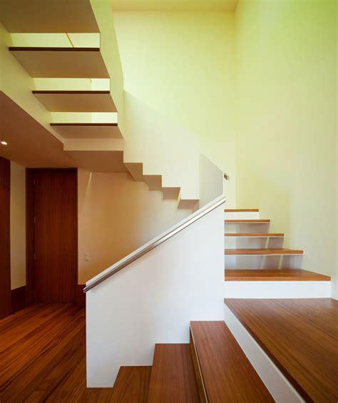 Varnish Stair Handrail House In Praia Verde Designed By Nelson Resende Arquitecto