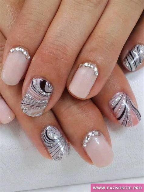 lada manicure luksusowy manicure dla kobiety z pazurem