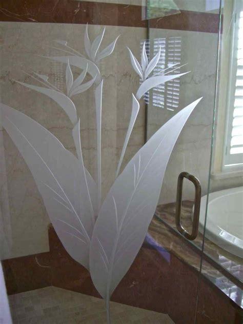 brd  prdse gls shr doors etched glass tropical design