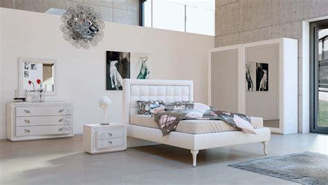 stanze da letto particolari mansarda in legno cucina